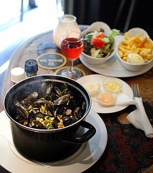 English: Mussels in the Netherlands are tradit...