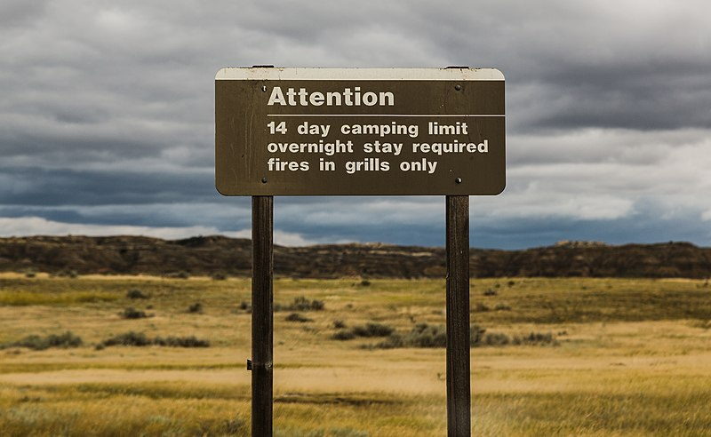 File:Nelson Creek Recreation Area - Boondocking-Camping RV Spot 14-day limit sign (32083783654).jpg