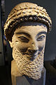 Neues Museum - Kopf einer männlichen Statue3.jpg
