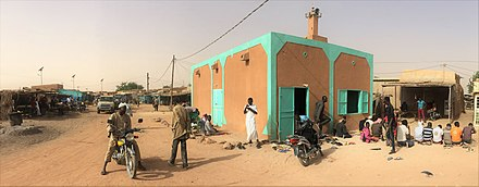 Small mosque in Filingue Niger, Filingue (25), street scene with mosque.jpg