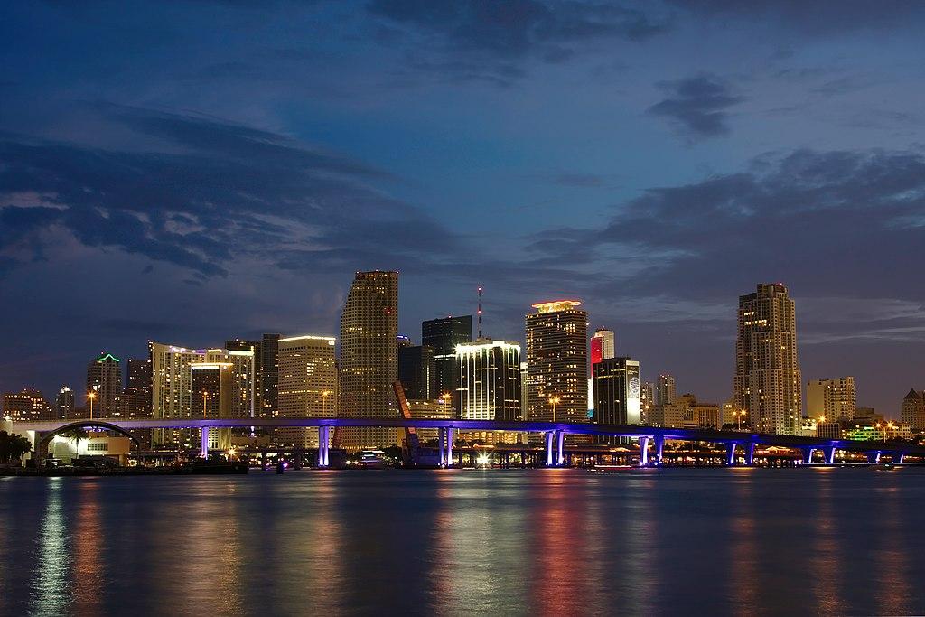 Panoráma Miami v noci