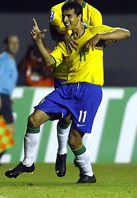Nilmar playing for Brazil.jpg