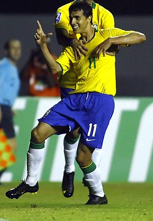 Nilmar playing for Brazil.jpg