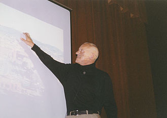 Norman Foster, Baron Foster of Thames Bank - Foster lecturing in 2001