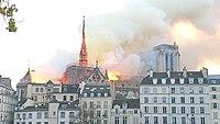 Notre-Dame de Paris, Incendie 15 avril 2019 19h40.03.jpg