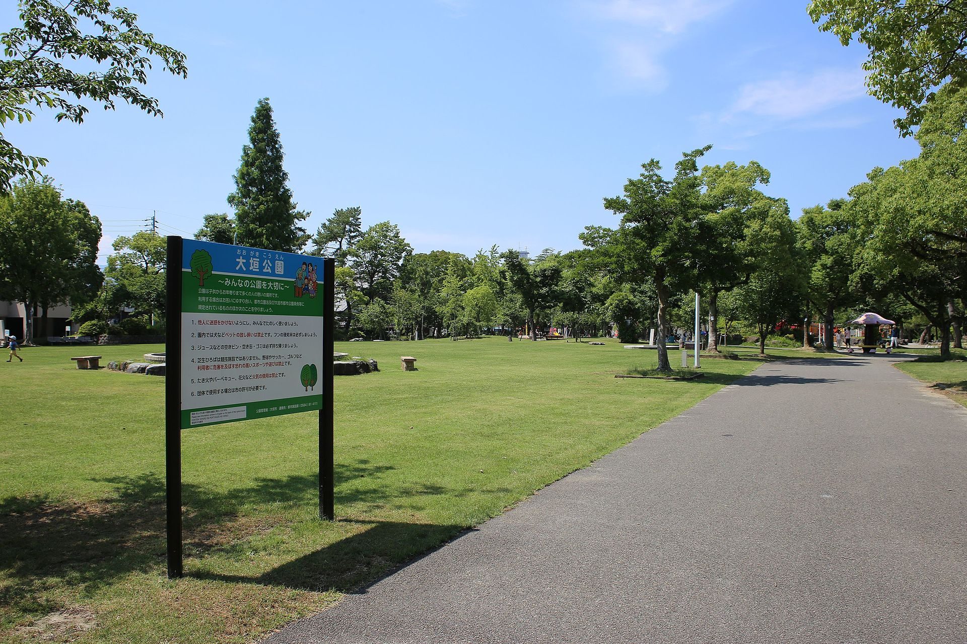 https://upload.wikimedia.org/wikipedia/commons/thumb/5/5f/Ogaki-koen_Park_20160618.jpg/1920px-Ogaki-koen_Park_20160618.jpg