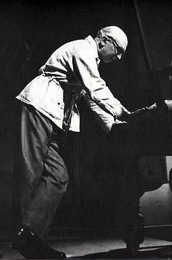 Olof Molander instruerer Spøgelsessonaten på Det Kgl. Svenske Teater i 1942