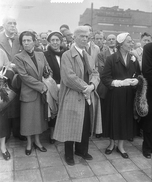 File:Onthulling door mevrouw van Walsum van het beeld van Zadkine te Rotterdam, Bestanddeelnr 905-7258.jpg