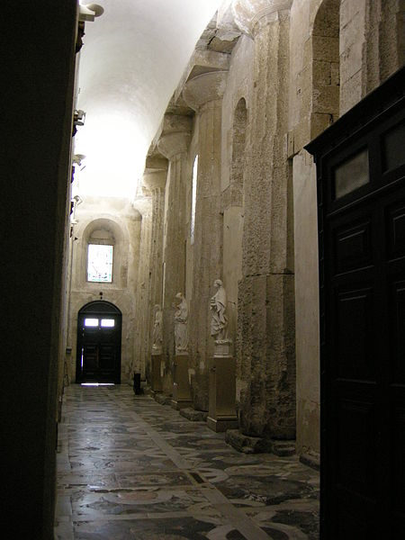 File:Ortigia, duomo, interno 08.JPG
