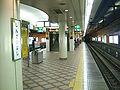 Osaka-subway-N15-Shinsaibashi-station-platform.jpg