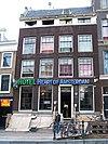 foto van Huis met vier vensters brede gevel vernieuwde rechte lijst en dwars dak