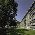 Overzicht gevelwand van flatgebouw in de wijk Mariahoeve - 's-Gravenhage - 20399932 - RCE.jpg