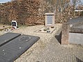 Overzichtsfoto exodusmonument 'Wij gedenken de vlucht' op de oude begraafplaats te Huissen.jpg