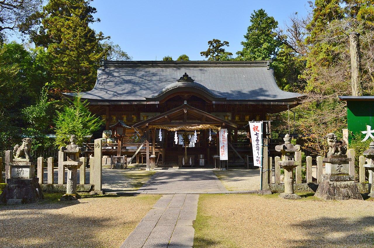 Oyamato-jinja, haiden.jpg
