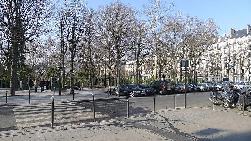 Fichier:P1160936 Paris XVII place Charles-Fillon rwk.jpg