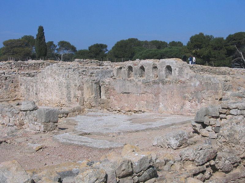 Imatge:Paleochristian Basilica - Empúries - 2005-03-27.JPG