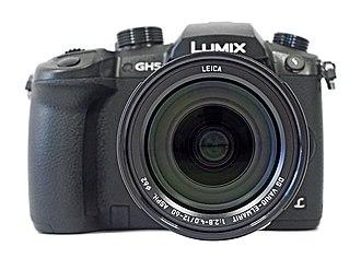 Panasonic Lumix DC-GH5 - Image: Panasonic.Lumix.DC GH5.Leica.12 60.front view