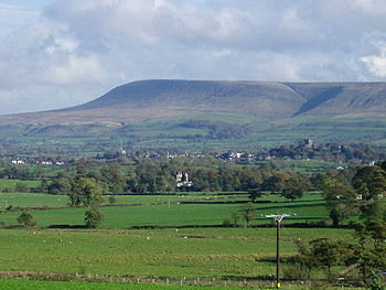 English: Pendle Hill and the Ribble Valley. Fr...