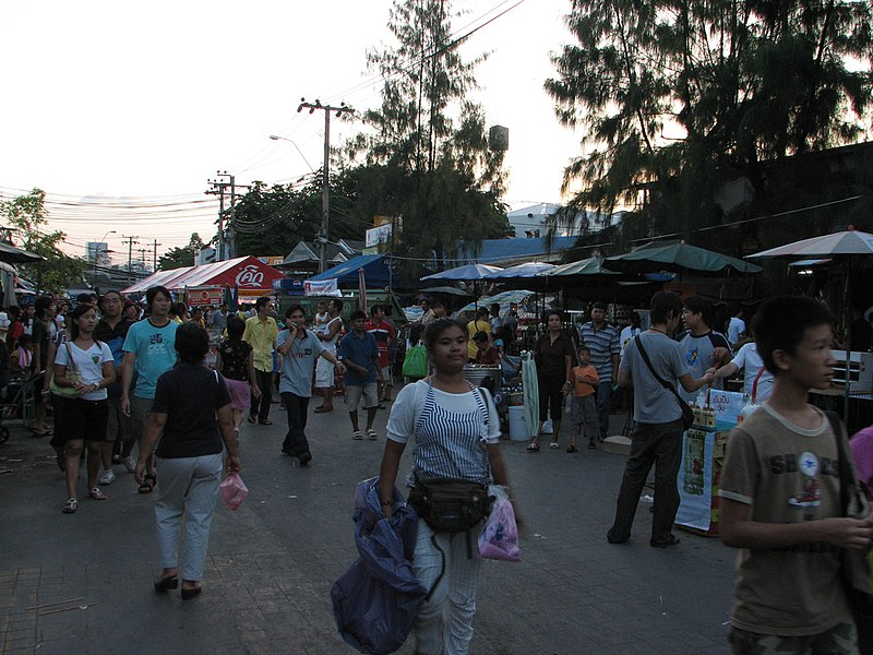 File:People at Chatuchak.jpg