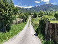 Petit chemin issu (à la perpendiculaire) du chemin sous le Roc (Embrun) en mai 2021.jpg
