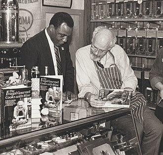 Wilson Goode - Image: Philadelphia Mayor Wilson Goode with Jeff Smith, The Frugal Gourmet (1986)