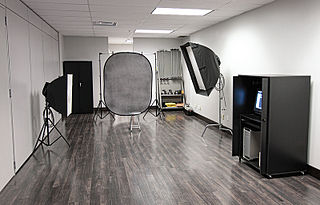 Photographic studio place or organisation that undertakes professional-quality photography