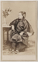 Photograph of a Chinese woman seated.jpg