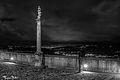 Piazza Colonna con panorama notturno sulla vallata del Magra.jpg