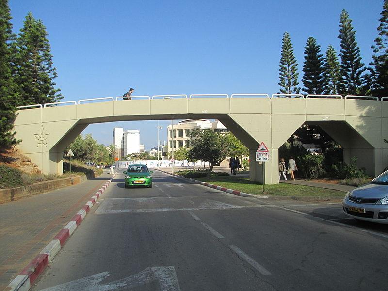 גשר להולכי רגל באוניברסיטת תל אביב