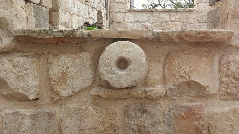 שימוש מישני באבן גלילה בבית משופץ