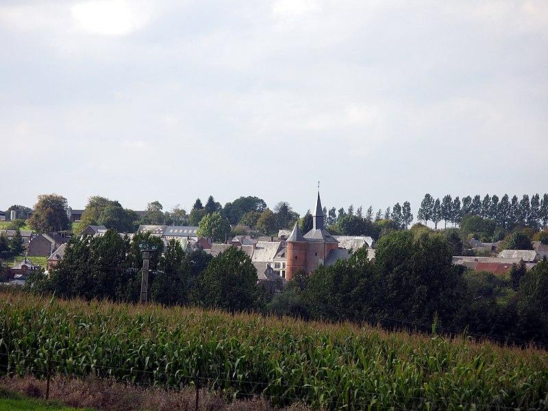 Plomion (Aisne, France) -  Le village dans son cadre verdoyant et avec son église fortifiée. Vue depuis la route venant de Bancigny.   Camera location  49°48′15.51″N, 4°01′44.36″E  View this and other nearby images on: OpenStreetMap - Google Earth    49.804307;    4.028989