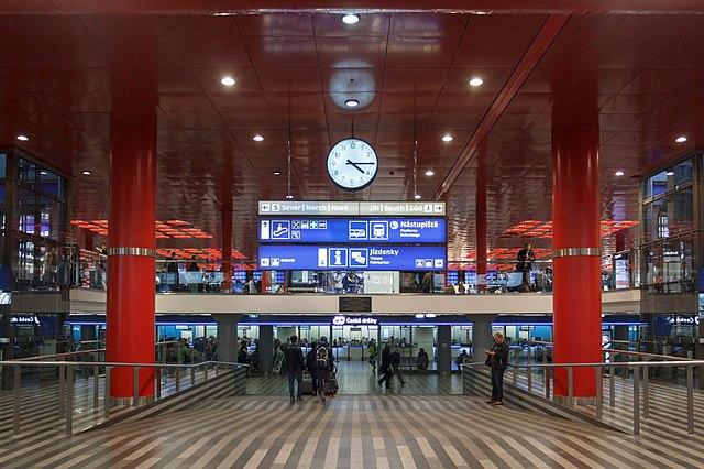 Podzemní vestibul Hlavního nádraží.jpg