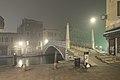 Ponte delle Guglie di notte con nebbia.JPG