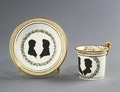 Porslin. Kopp med fat. Gulddekor - Hallwylska museet - 89102.tif