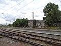 Praha-Holešovice zastávka, budovy za tratí.jpg