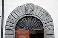 Pratovecchio, portale con stemma mannelli.JPG