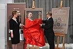 Prezentacja okolicznościowego znaczka pocztowego wydanego z okazji setnej rocznicy Sejmu Ustawodawczego (4).jpg