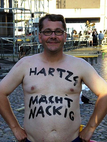 """File:Protest - """"Hartz 4 macht nackig"""".JPG"""