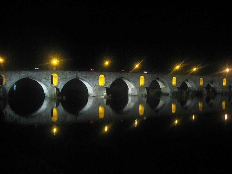 File:Puente de Piedra (Zamora) (vista nocturna).JPG