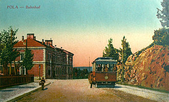 Trams in Pula - Image: Pula tram and railway station
