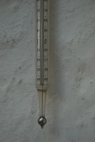 Mercury-in-glass thermometer - A large mercury in glass thermometer.