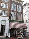foto van Hoekhuis pelserstraat met verkropte lijstgevel