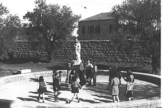 Ratisbonne Monastery - Jewish refugee children in Ratisbonne courtyard