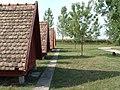 Remete Farm kemping faházai (2007 augusztus) - panoramio.jpg
