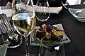 Restaurant Lluçanès Cava og chips af kartofler, søde kartofler med safran og tang (4254742142).jpg