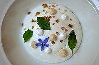 Restaurant Marv & Ben Ymerfromage med havesyreparfait, havregryn og marengs (5854652480).jpg