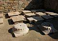Restes arquitectòniques a la casa de Dionís, Delos.JPG