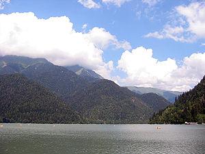 Lake Ritsa - Image: Ritsa 2