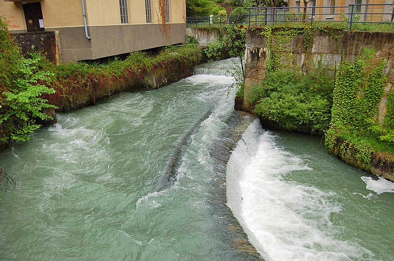 File:Rivière serrière.jpg