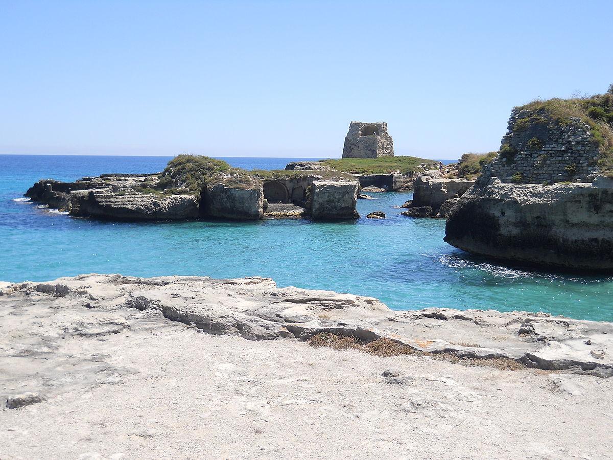 Roca vecchia wikipedia - Torre specchia spiaggia ...